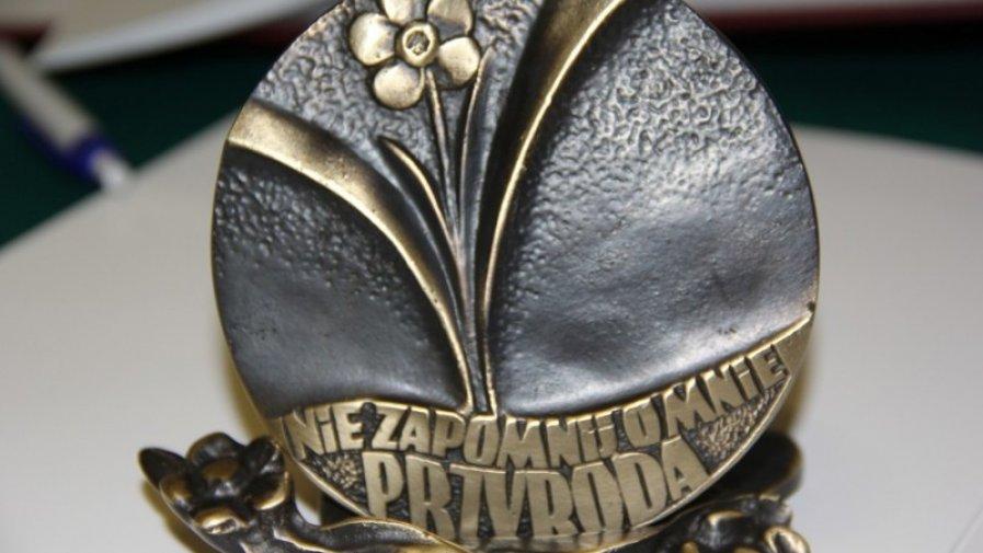 Szkoła Podstawowa im. Andrzeja Zalewskiego w Świnkowie laureatem Medalu Polskiej Niezapominajki
